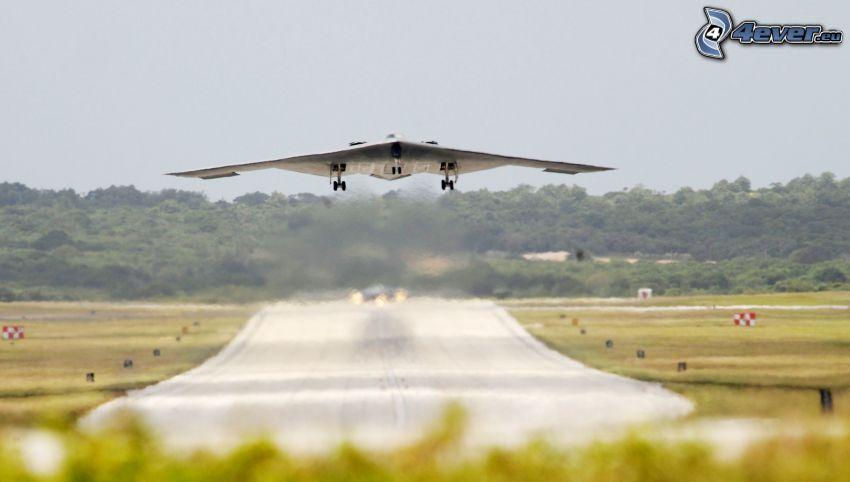 B-2 Spirit, Start, Flughafen