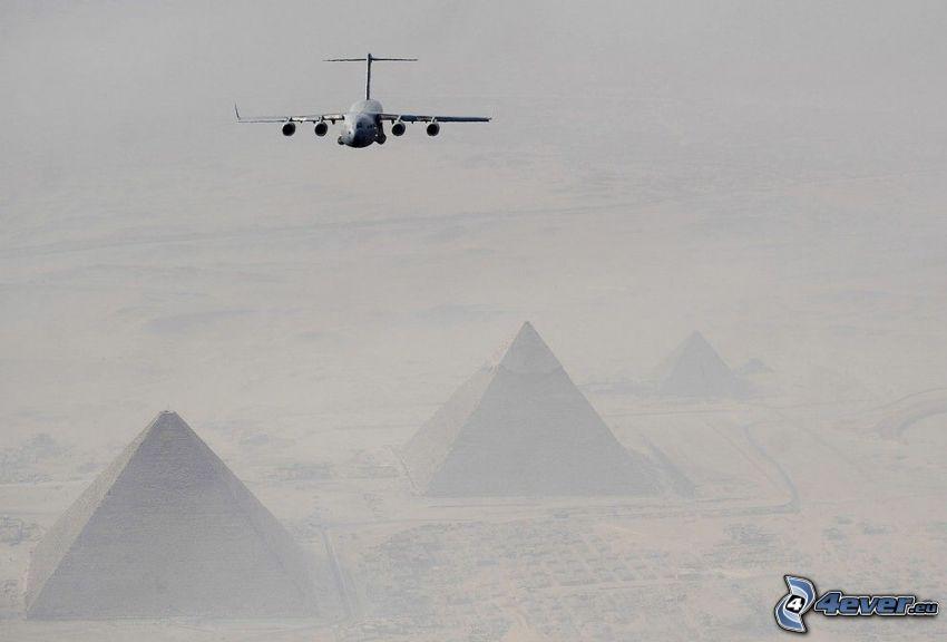 Boeing C-17 Globemaster III, Pyramiden von Gizeh
