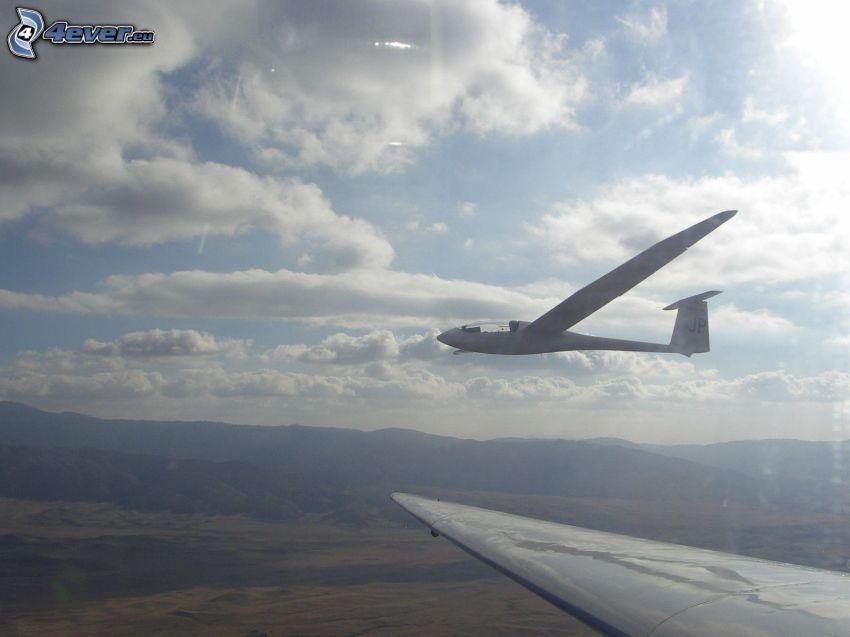 Segelflugzeug, Wolken, Berge