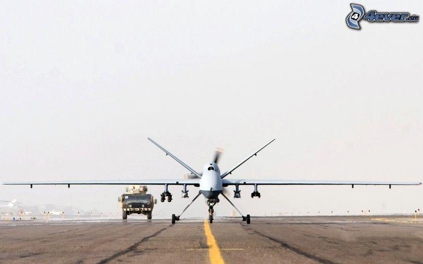 unbemanntes Luftfahrzeug, Flughafen, Hummer