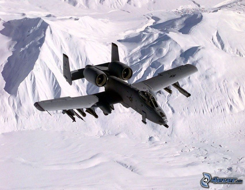 A10 Warthog, schneebedeckte Berge
