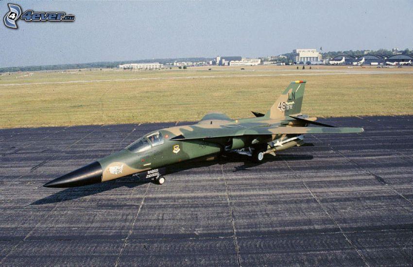 F-111 Aardvark, Flughafen