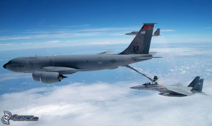 F-15 Eagle, Boeing KC-135 Stratotanker, Luftbetankung
