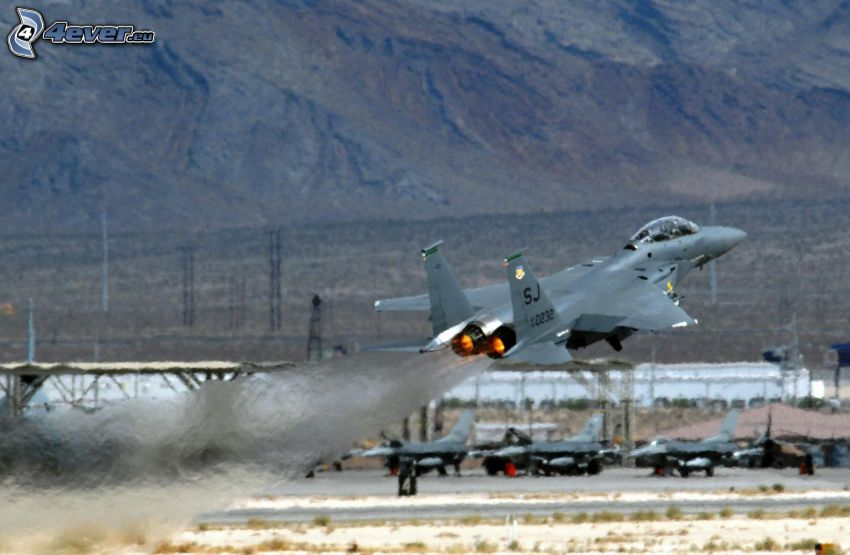 F-15 Eagle, Start