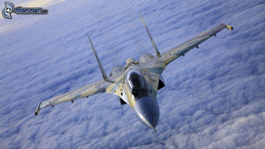 Sukhoi Su-24, über den Wolken