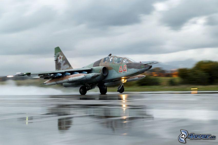 Sukhoi Su-25, Flughafen