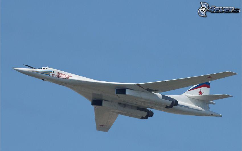 Tupolev Tu-160, blauer Himmel