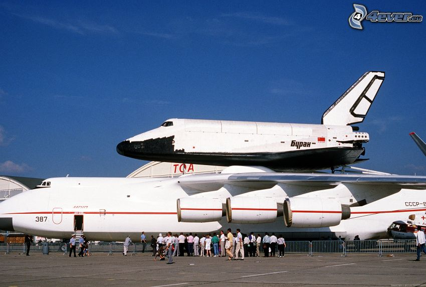 Russischer Shuttle Buran, Antonov AN-225, Transport des Shuttles