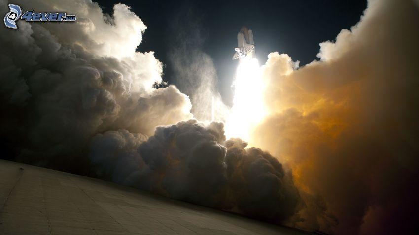 Start vom Shuttle, Rauch, Glut