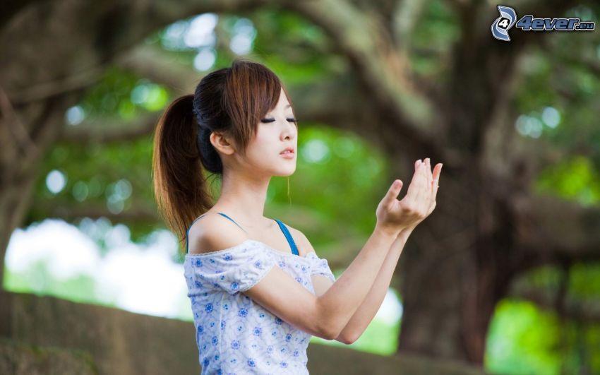 Asian Frau, Einturnen