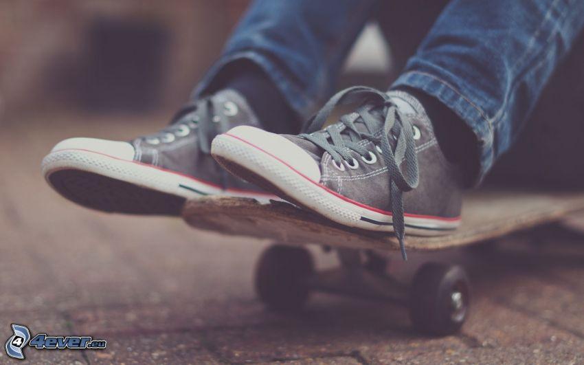 Beine, skateboard, Converse