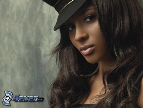 Ciara, schwarze Frau, Hut