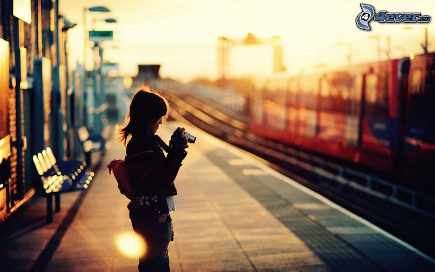 Fotografin, Bahnhof, Sonnenuntergang