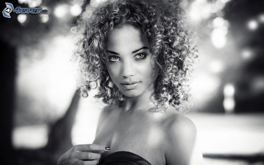 Frau, lockiges Haar, Schwarzweiß Foto