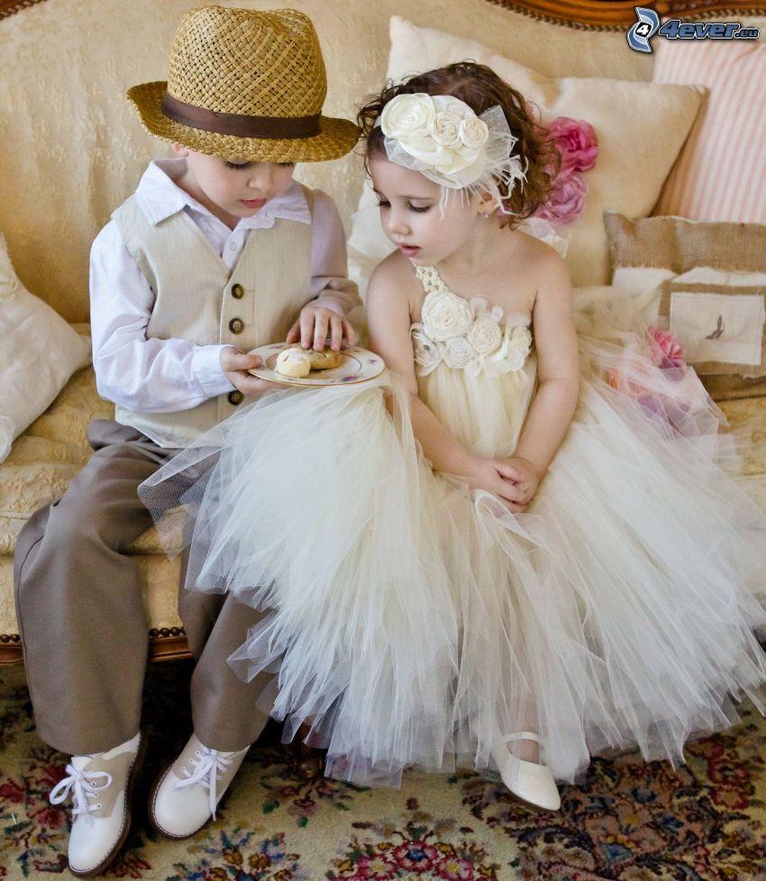 junge Hochzeitsgäste, Kinder, Paar