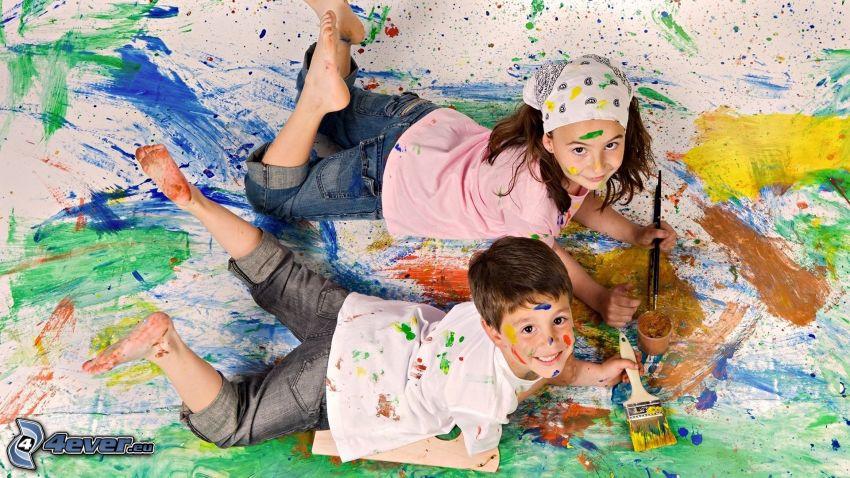 Kinder mit Farben