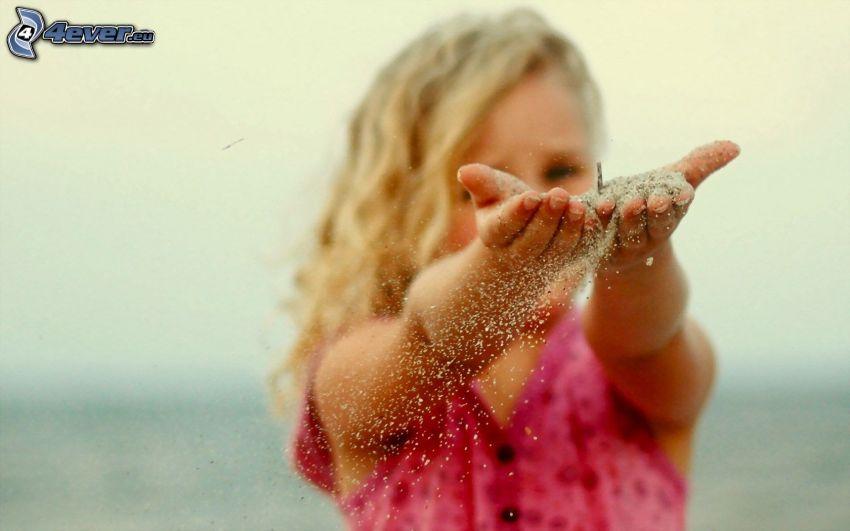 Mädchen, Hände, Sand