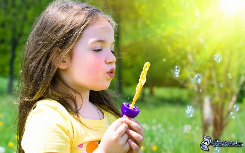 Mädchen, Seifenblasenset, Blasen