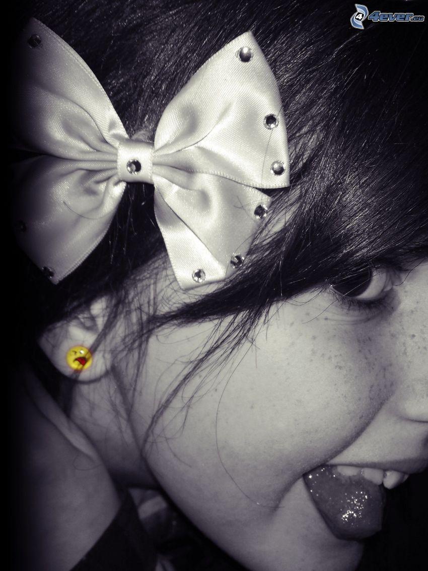 sommersprossiges Mädchen, Haarschleife, Lächeln, Zunge, smileys