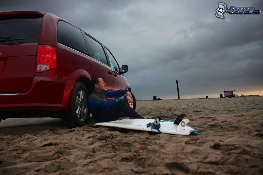 Surfer, Dodge Grand Caravan, Sand