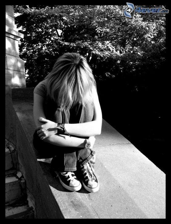 trauriges Mädchen, Treppen, Einsamkeit, Schmerz