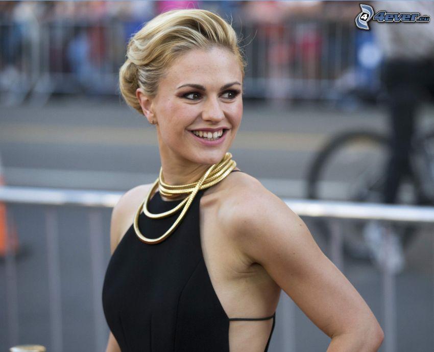 Anna Paquin, Lächeln, schwarzes Kleid