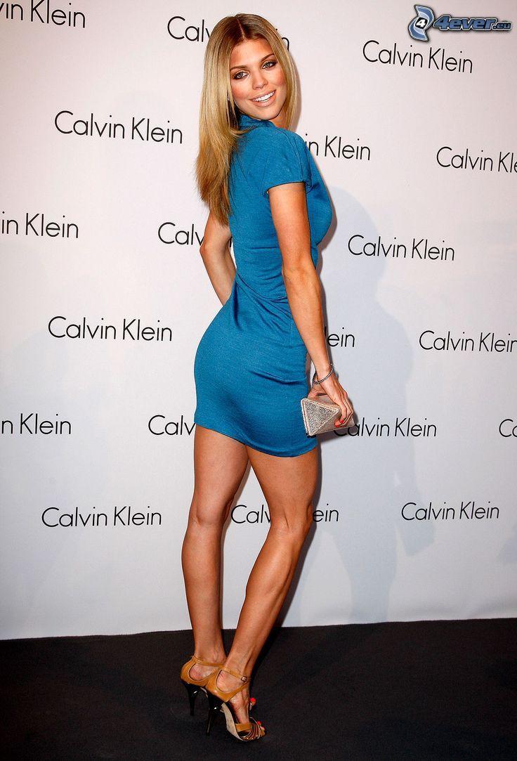 AnnaLynne McCord, blaues Kleid, Lächeln