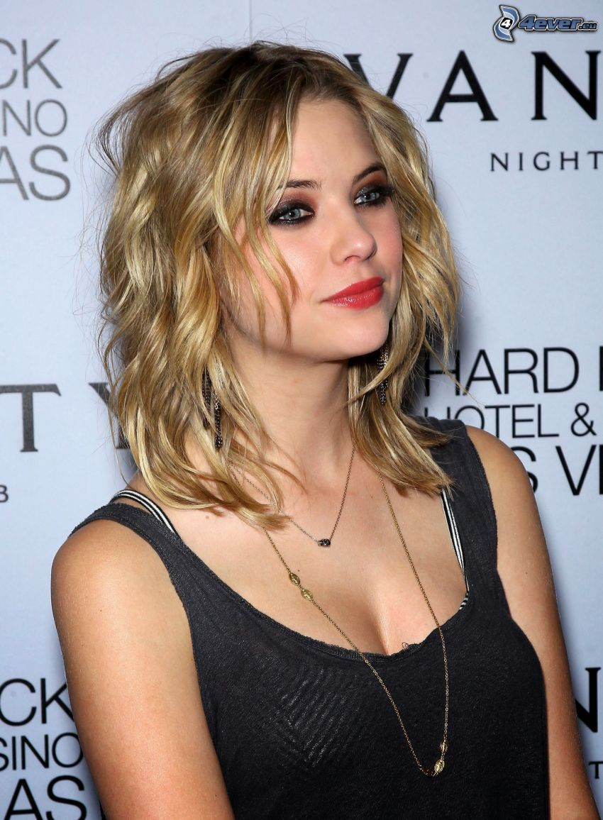 Ashley Benson, rote Lippen