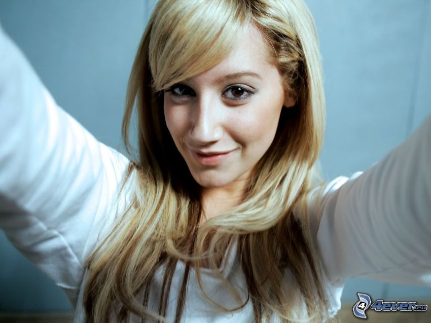 Ashley Tisdale, selfie