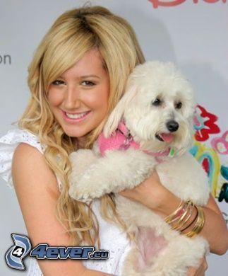 Ashley Tisdale, Weißer Hund