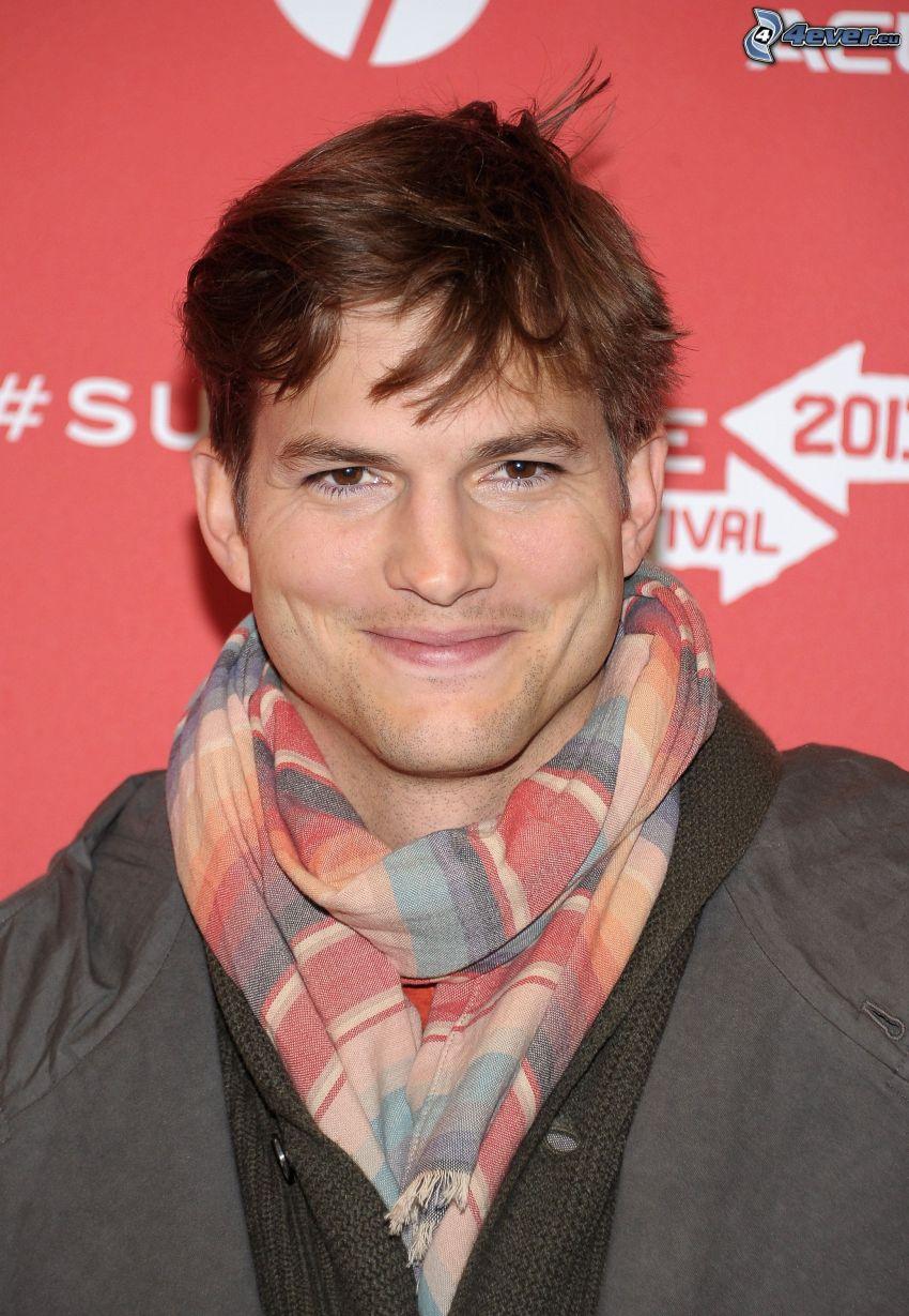 Ashton Kutcher, Lächeln, Schal