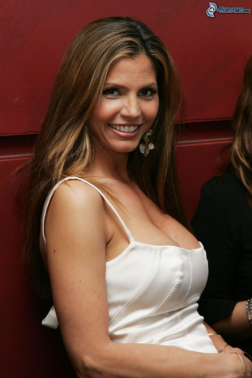 Charisma Carpenter, Lächeln