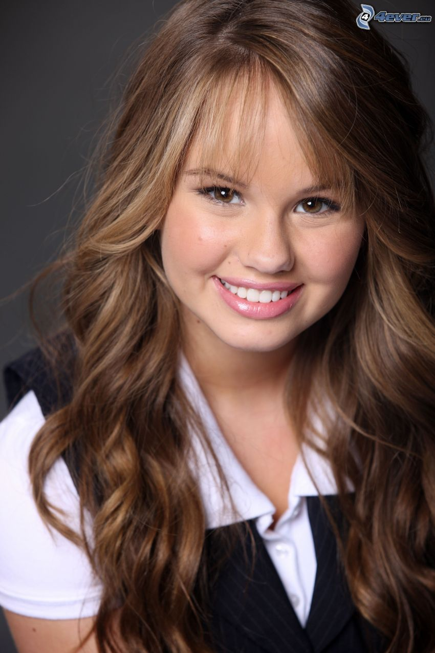 Debby Ryan, Lächeln, lockiges Haar