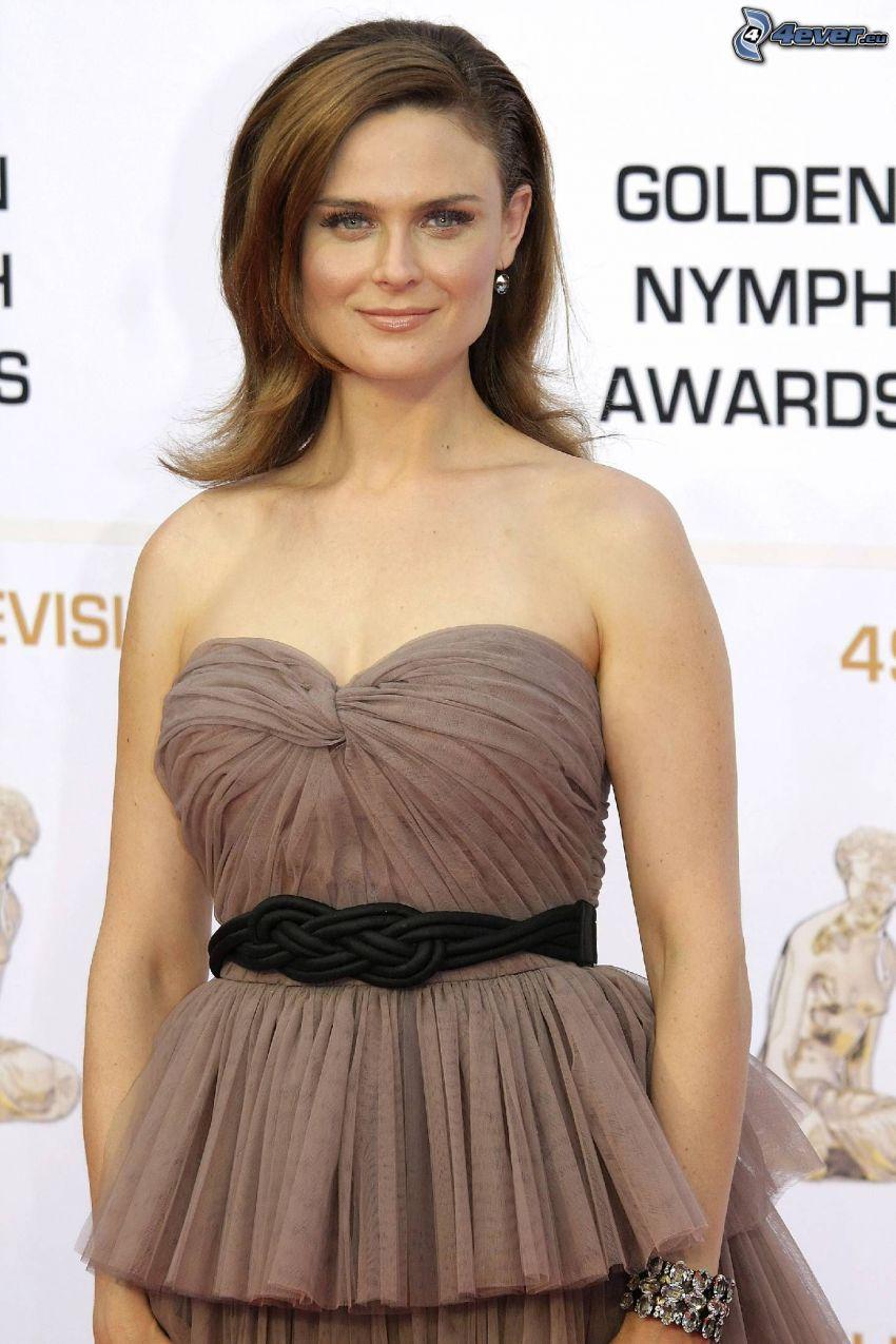 Emily Deschanel, braunen Kleid