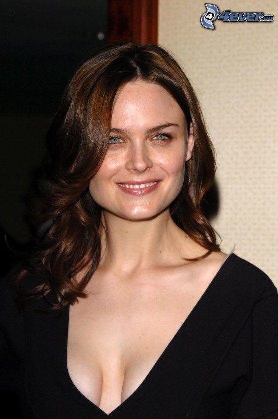 Emily Deschanel, Lächeln