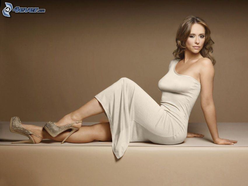 Jennifer Love Hewitt, beiges Kleid