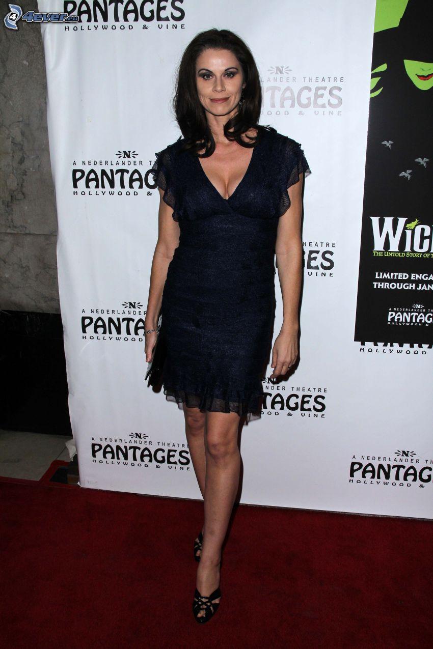 Jennifer Taylor, schwarzes Kleid