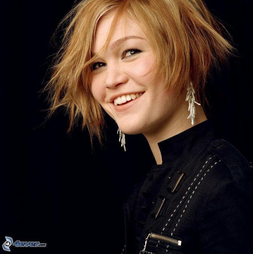 Julia Stiles, kurze Haare, Lächeln
