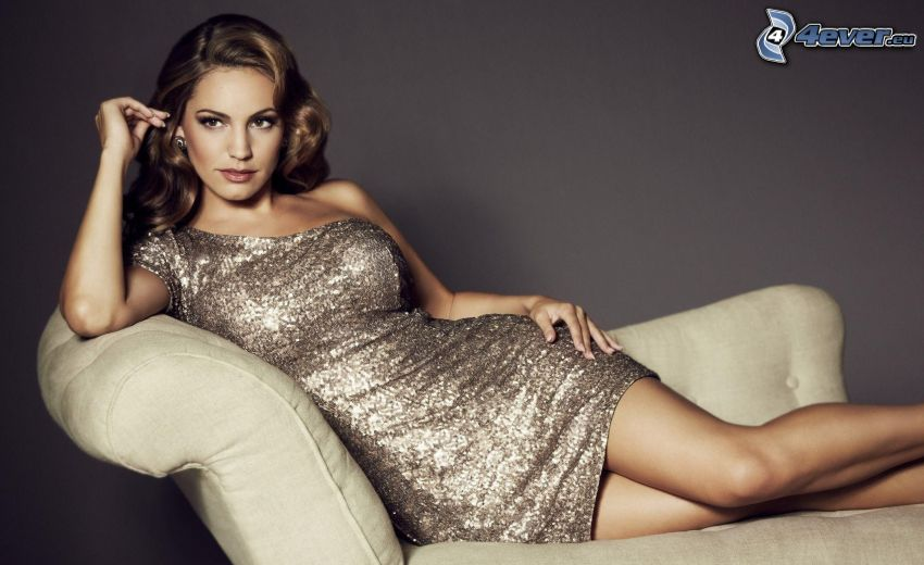 Kelly Brook, Modell, Stuhl