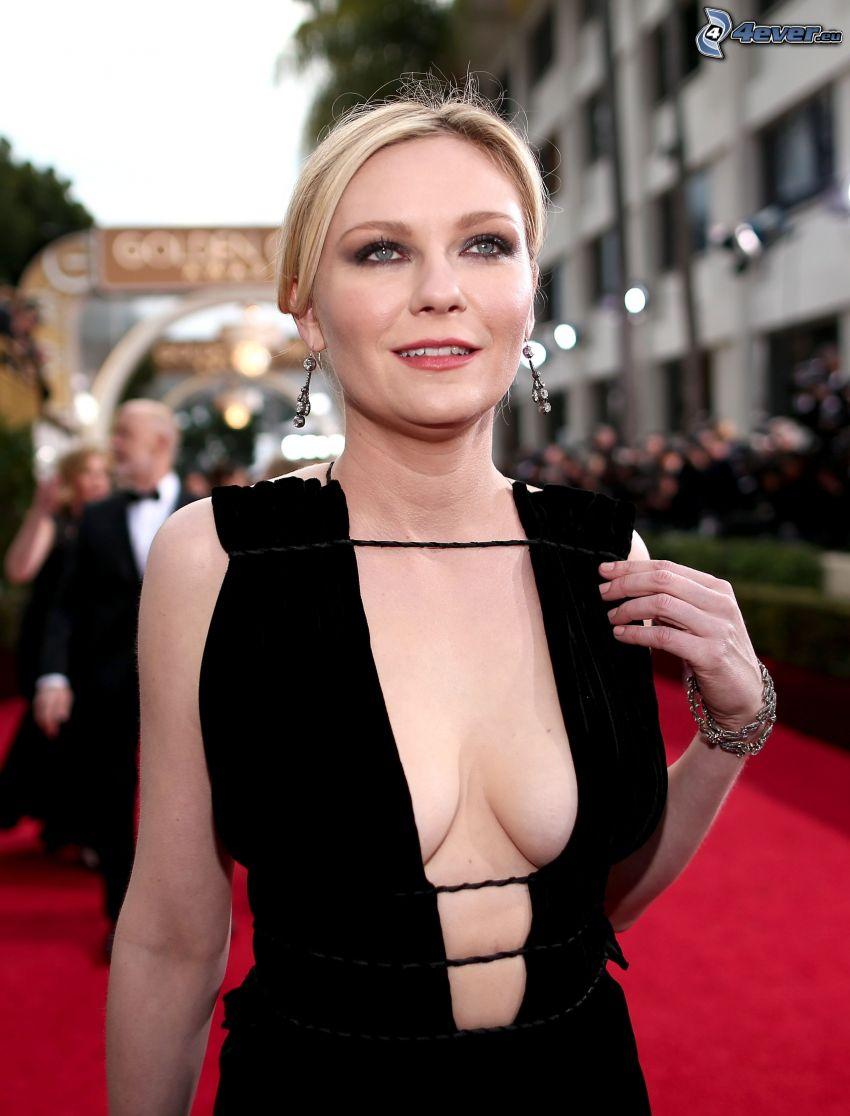 Kirsten Dunst, schwarzes Kleid, braless