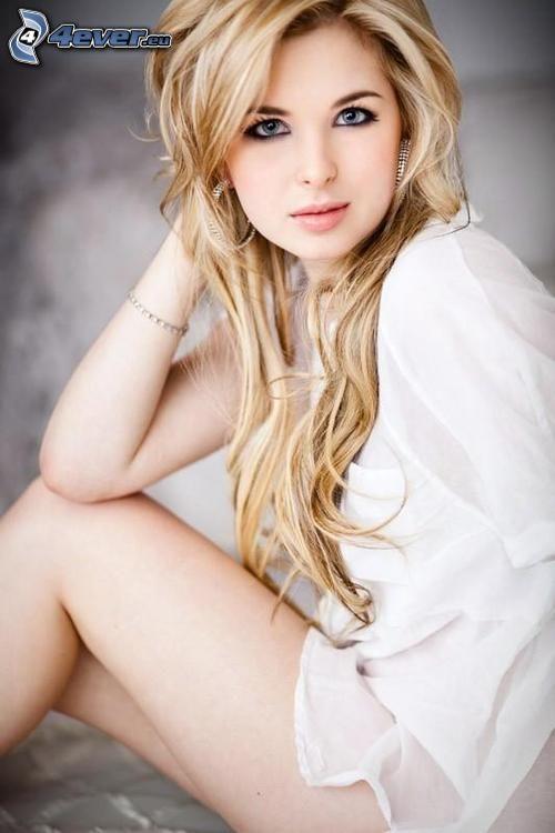 Kirsten Prout, weißes Hemd