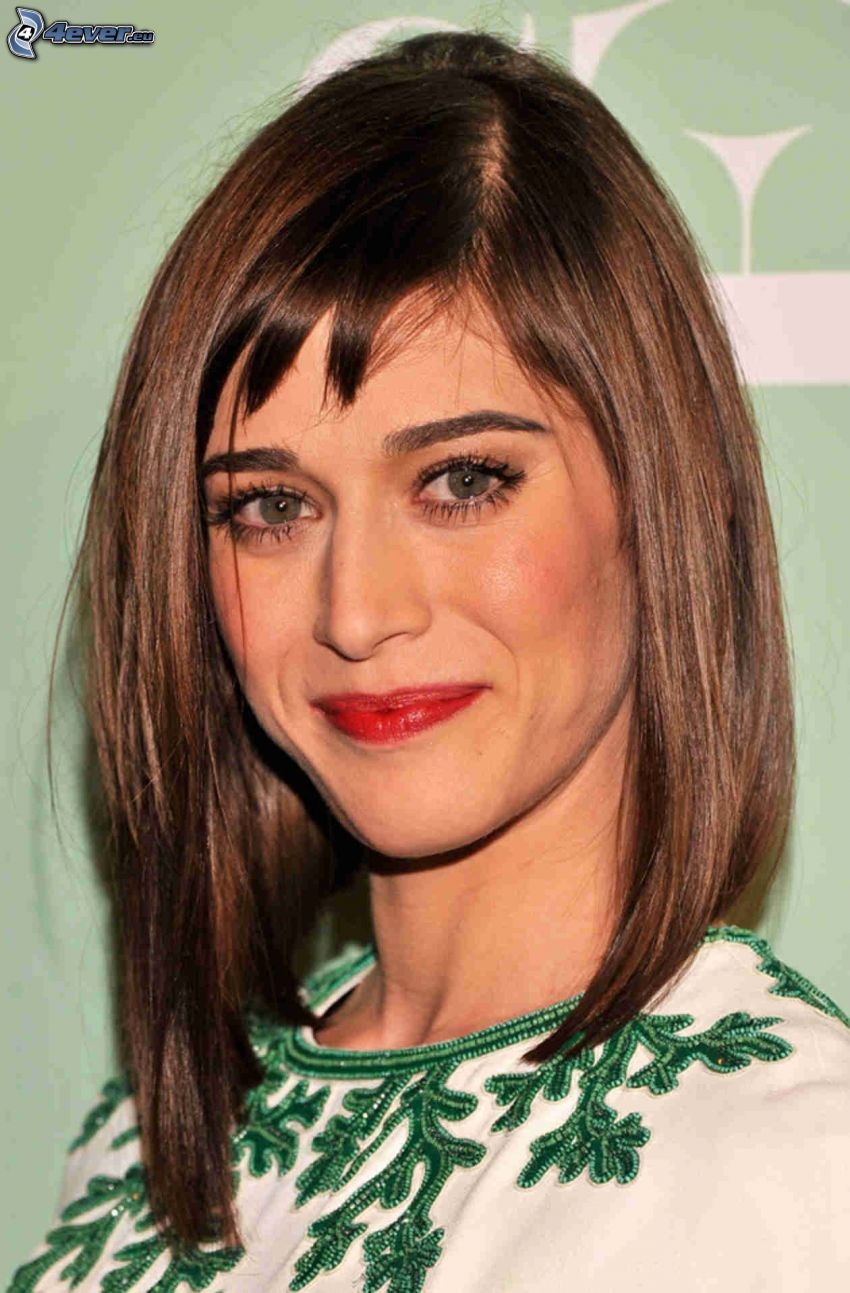Lizzy Caplan, rote Lippen