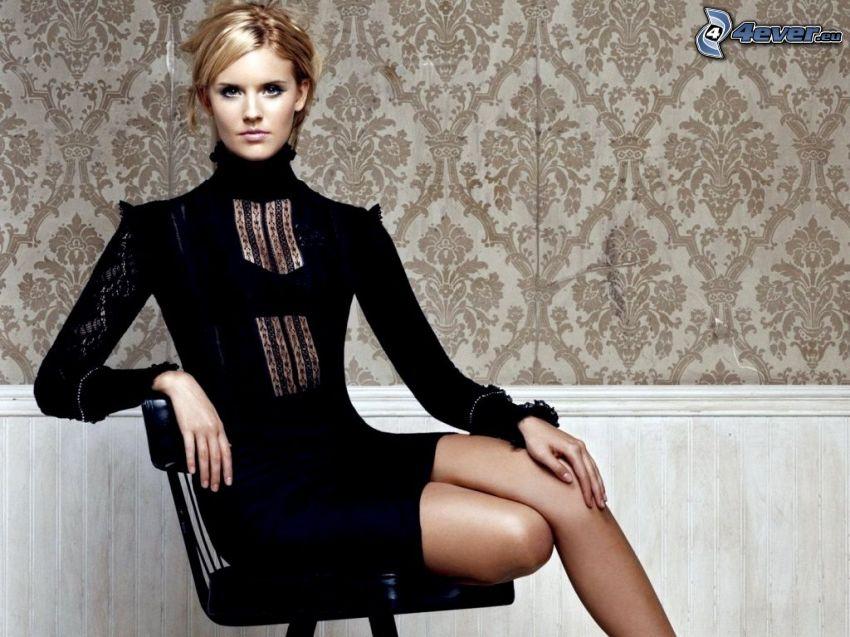 Maggie Grace, schwarzes Kleid