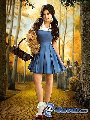 Maite Perroni, blaues Kleid, Rotkäppchen