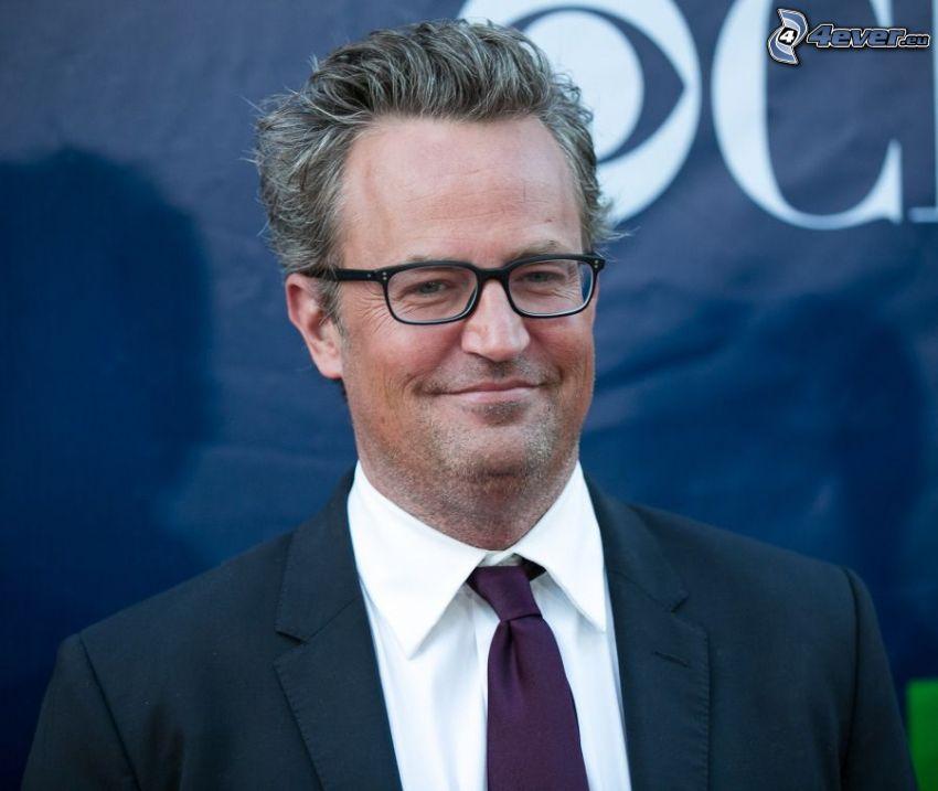 Matthew Perry, mann im Anzug, Mann mit Brille