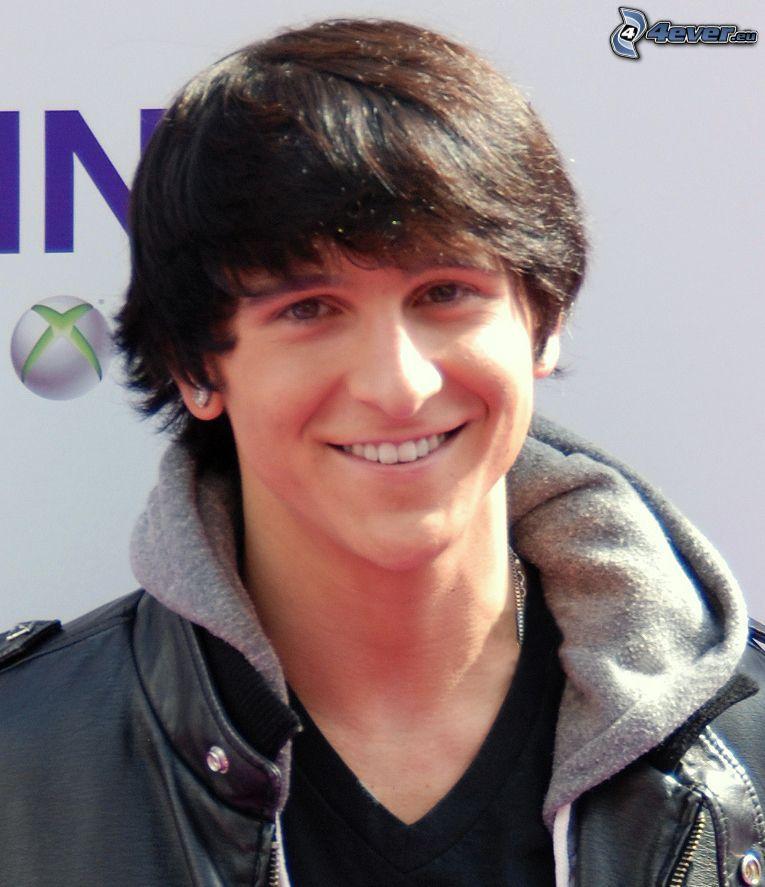 Mitchel Musso, Lächeln
