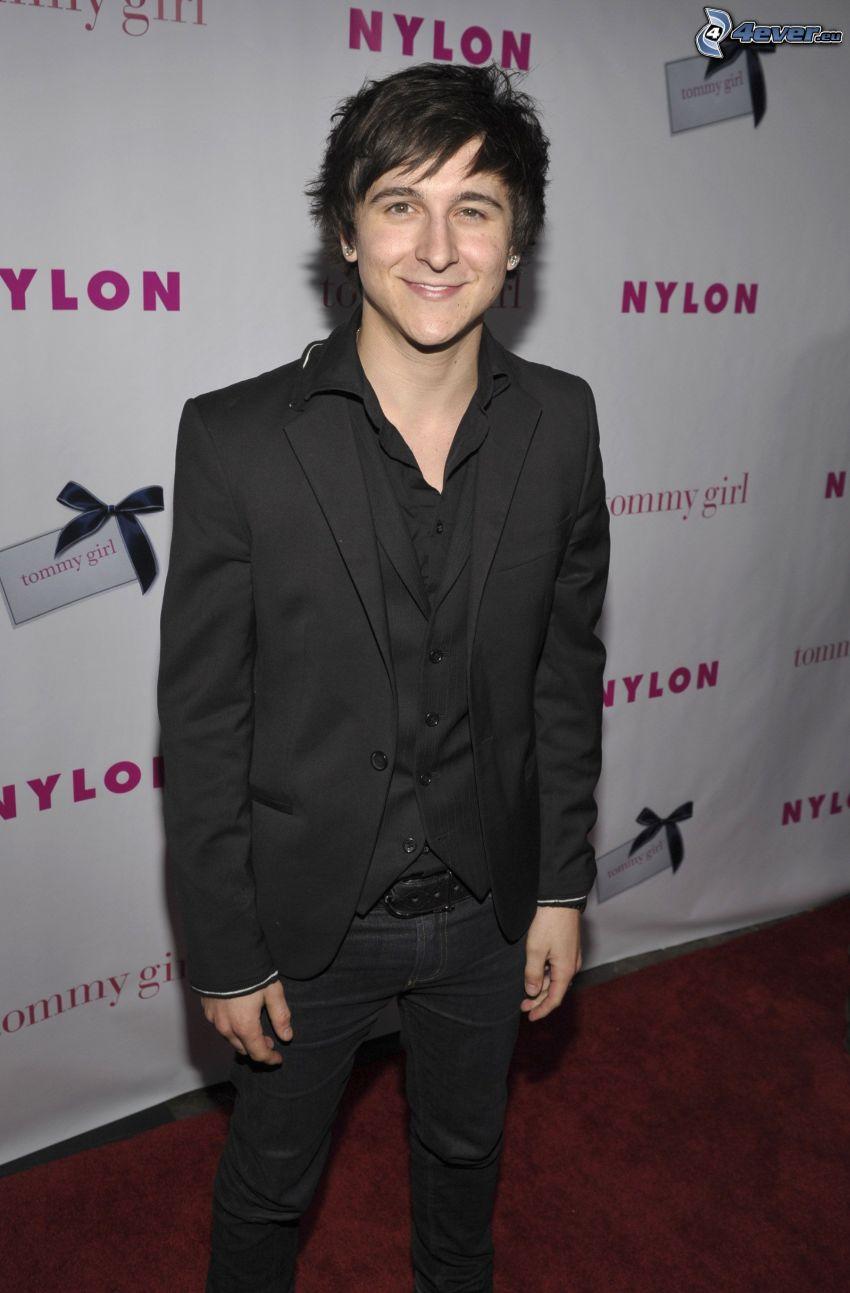 Mitchel Musso, mann im Anzug