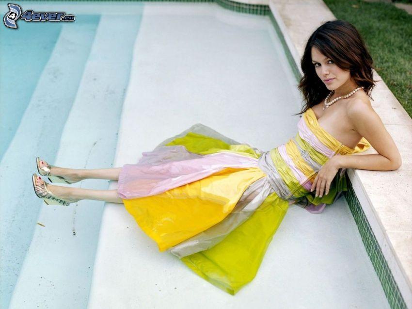 Rachel Bilson, farbigen Kleid, Frau beim Pool