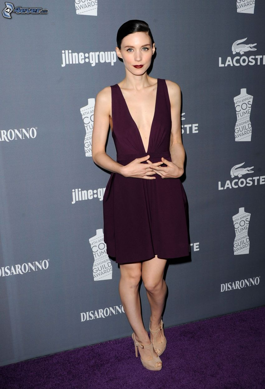 Rooney Mara, lila Kleid