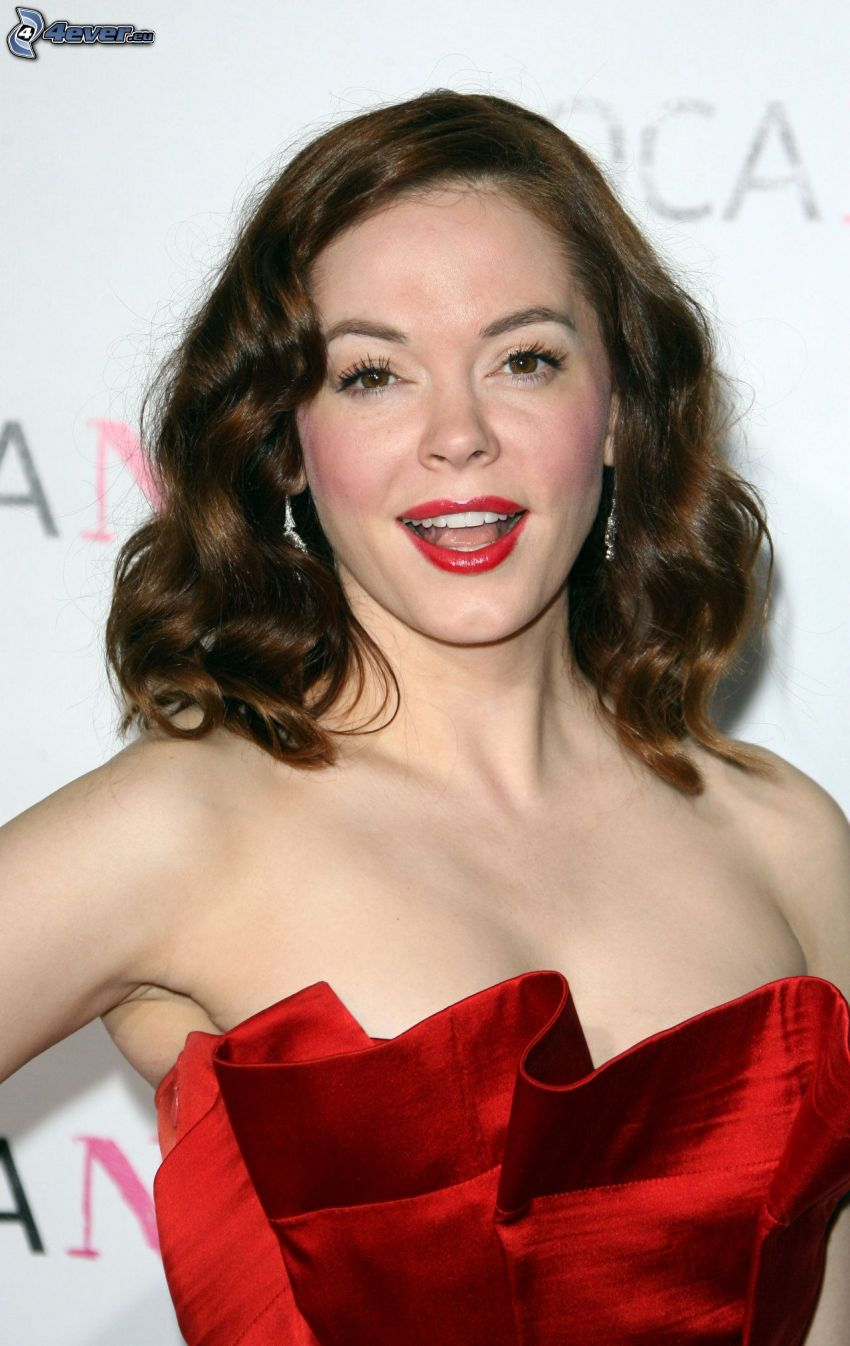 Rose McGowan, rote Lippen, rotes Kleid